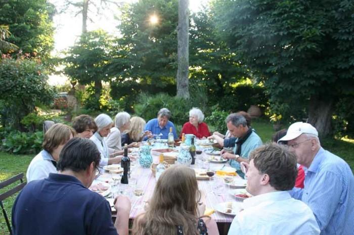 Abendessen im Garten der Villa Le Guadalupe