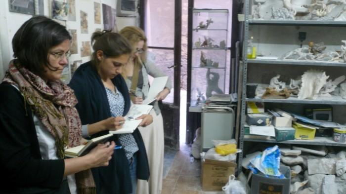"""Zeichnerinnen in der Alabasterwerkstatt des """"Pupo"""""""