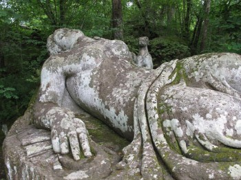 Schlafende Nymphe in Bomarzo