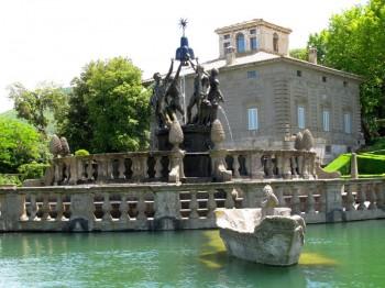 Villa Lante in Bagnaia, See mit Steinbooten